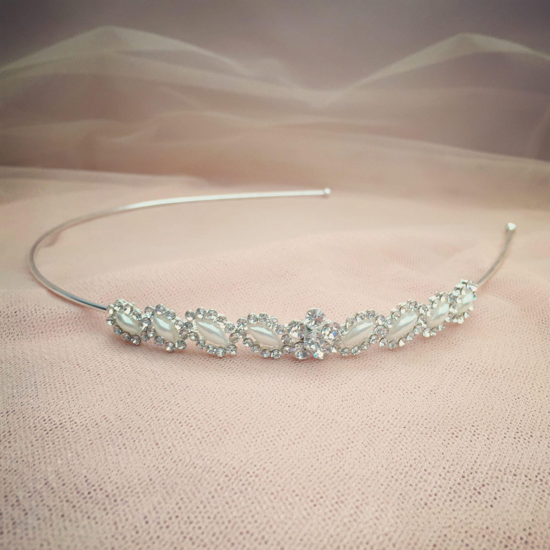 6. Romantic Charm – Headband (i)