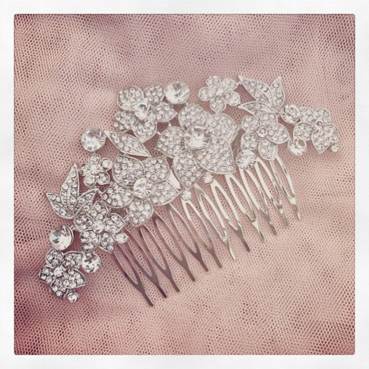 15d. Glamorous Chic – Comb