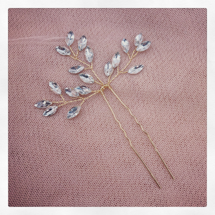2a. Elinor in Gold – Pin